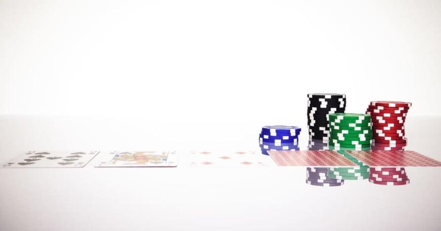 Zrozum zasadę Blackjack Soft 17 w grach hazardowych online