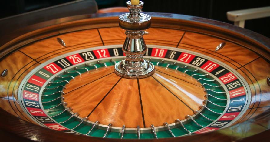 Graj i wygrywaj w ruletkę na żywo: za co ją pokochasz